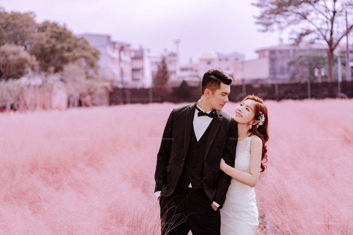 花樣婚紗裡的繾綣柔情 粉色芒草花海婚紗 台中婚紗攝影公司推薦 婚紗景點